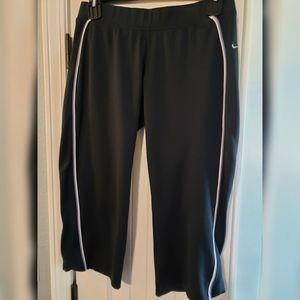 NIKE Capri Athletic Pants